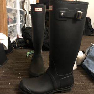 all black tall hunter boots!